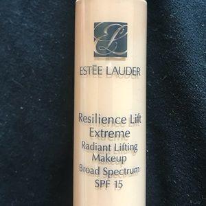 Resilience Lift Extreme Lifting Makeup SPF 15